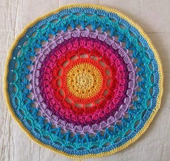 Haakpatroon Mandala Regenboog