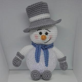 Haakpatroon Sneeuwpop met Led Bal